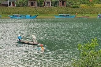 Chủ tịch UBND tỉnh tặng Bằng khen cho các cá nhân có hành động dũng cảm cứu khách du lịch bị nạn trên sông Son